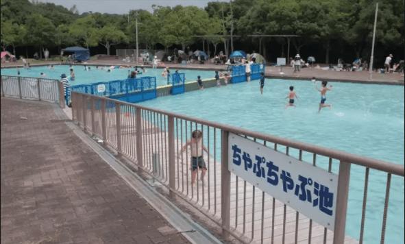 水遊びが楽しめるじゃぶじゃぶ池、公園、プール(神戸総合運動公園のちゃぷちゃぷ池)