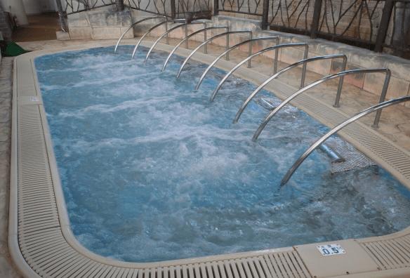 鶴見緑地屋内プール(スリーピングプール)