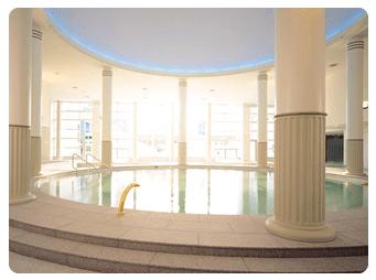 世界の大温泉 スパワールド(スパプー)の円形プール